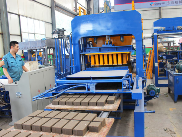 QT8-15 interlocking brick machine for sale Pakistan
