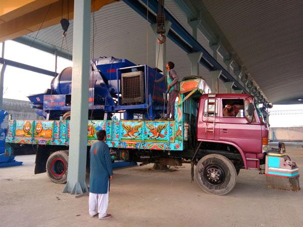 shipment of diesel concrete pump mixer