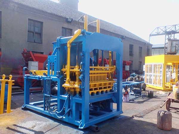 QT3-15 cement block making machine