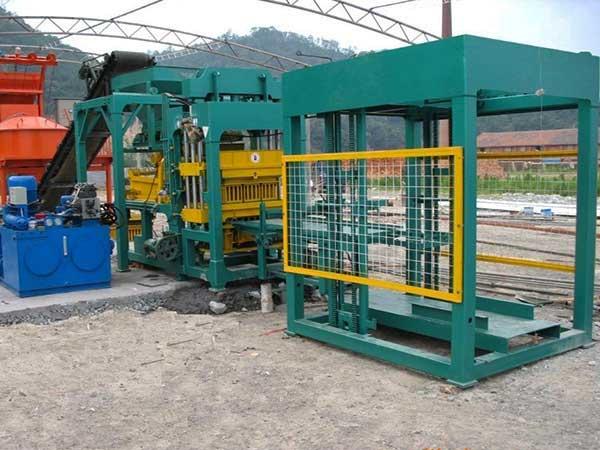 QT8-15 cement block machine