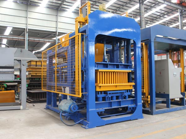 QT6-15 brick manufacturing machine