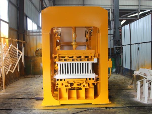 QT8-15 brick machine