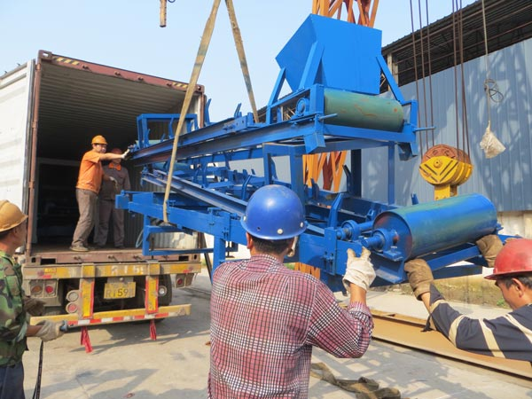 belt conveyor of interlocking brick machine