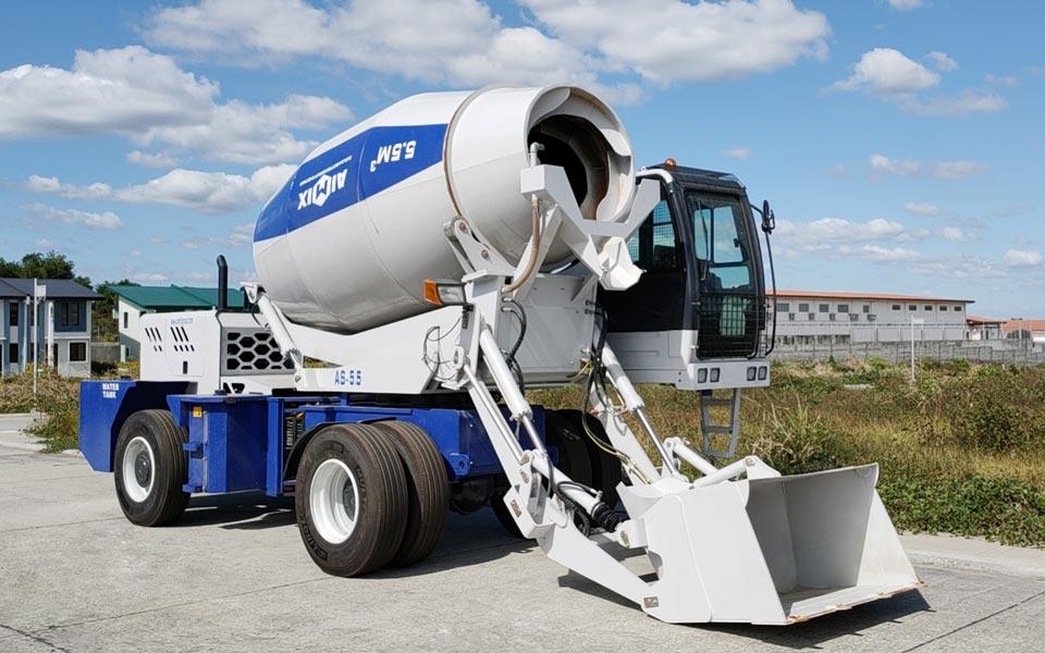 5.5 cub self loading concrete mixer truck